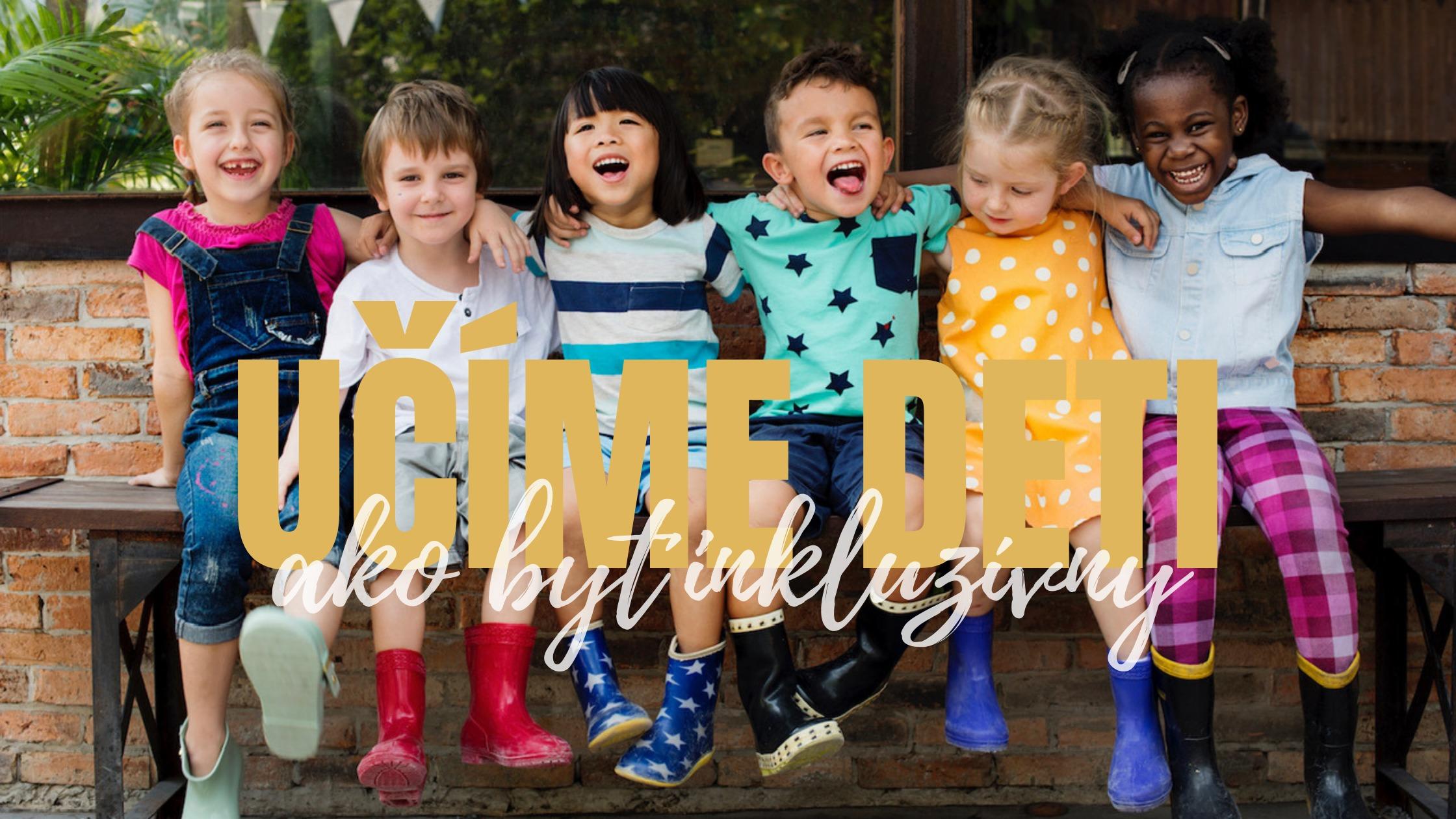 Fotka rôznorodých detí, ktoré sedia na lavičke a objímajú sa.